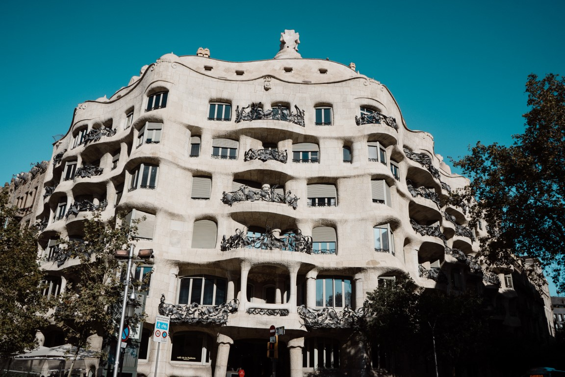 how-to-communicate-in-barcelona-and-how-to-visit-the-casa-mila